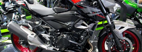 Trên yên Kawasaki Z400 SE full option đồ chơi sắp có giá bán